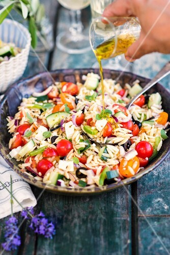 Pasta salad with orzo, tomatoes, cucumbers and olives (Greece)