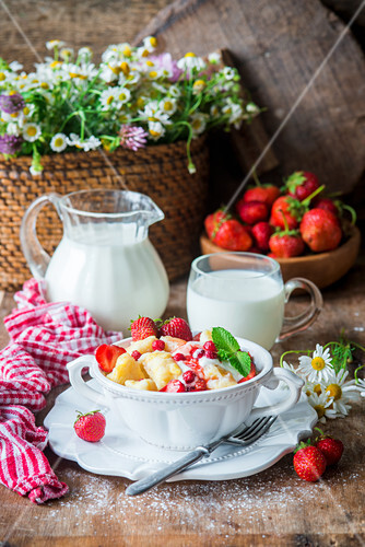 Polish dish leniwe wareniki - cottage cheese dumplings with strawberries