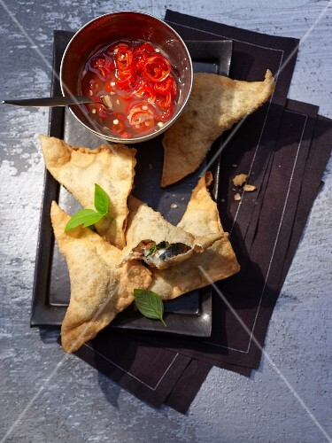 Deep-fried won ton triangles filled with goat's cheese