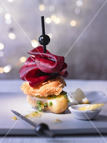 Minischnitzel vom Kalbsbries auf marinierter Kartoffel