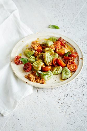 Green potato and spirulina gnocchi with almonds and tomato pesto