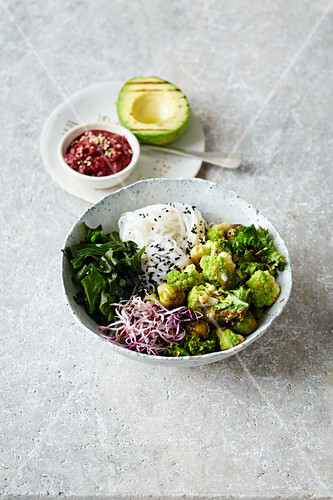 A green veggie bowl with kale, algae and rice noodles