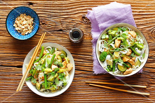 Rice tagliatelle with chicken, broccoli, courgette and green bean