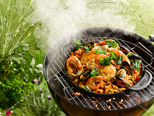 Grilled paella with chicken and seafood