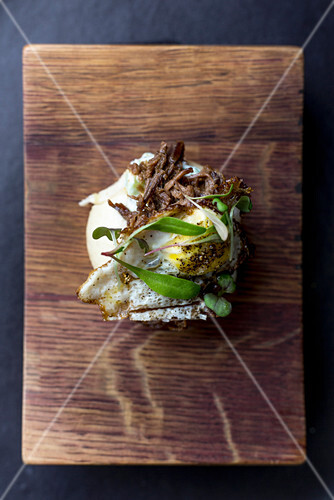 Bao rolls with sliced lamb and cucumber puree for brunch