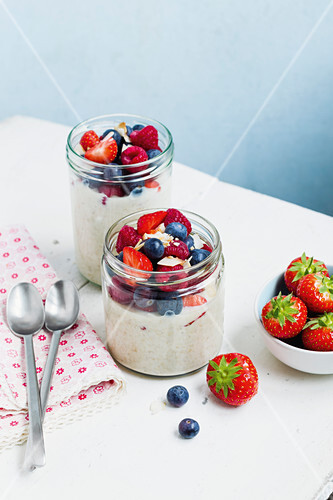 Overnight oats with fresh berries