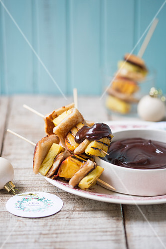 French toast kebabs with chocolate fondue