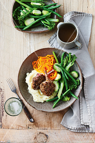 Meat and six vegetable dinner bowl
