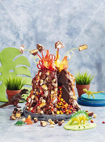 Pinata Vulkan Kuchen Bilder Kaufen 12431113 Stockfood