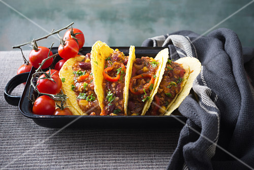 Taco shells with vegan chilli