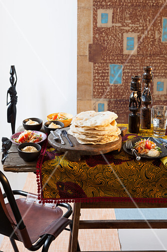 Chapati mit Kichererbsencreme und Gemüsesalat (Kenia, Afrika)