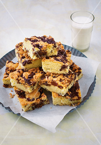 Chocolate and nuts slices
