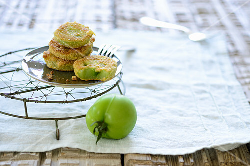Green tomatoes with a corn polenta coating