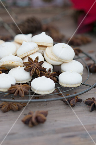 Anise biscuits and star anise on a cooling rack