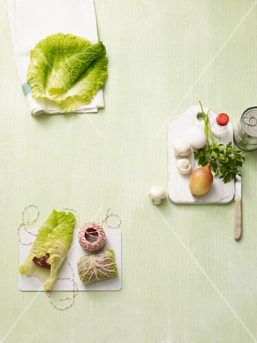 Ingredients for Savoy cabbage roulade in tomato sauce (no carb)