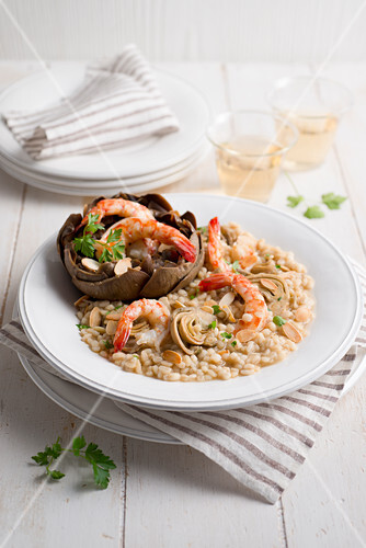 Artichoke risotto with prawns