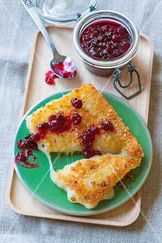 Breaded goat's cheese with cranberries