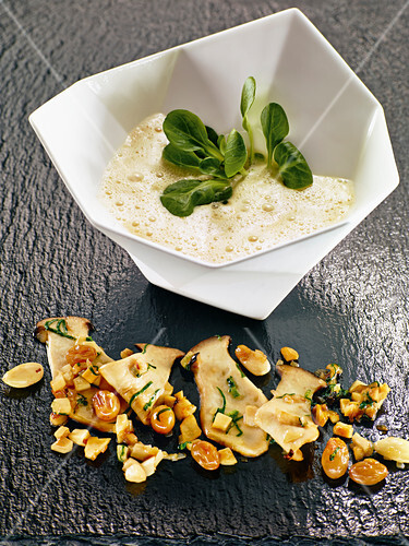 Jerusalem artichoke soup with almonds, grapes and porcini mushrooms