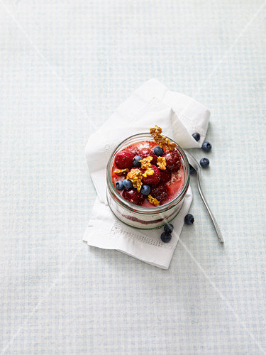 Overnight oats with cherries and bananas
