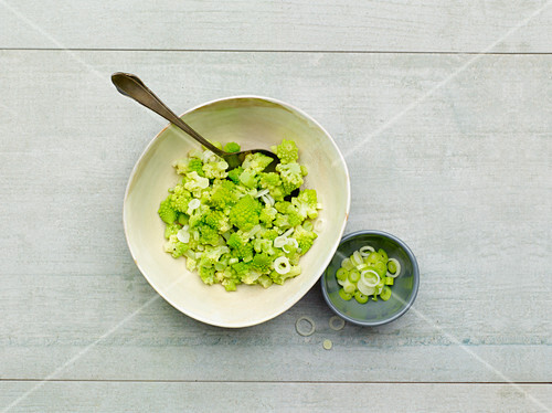 Romanesco salad with spring onions
