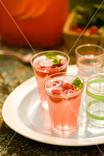Raspberry Lemonade Cocktails with Fresh Mint