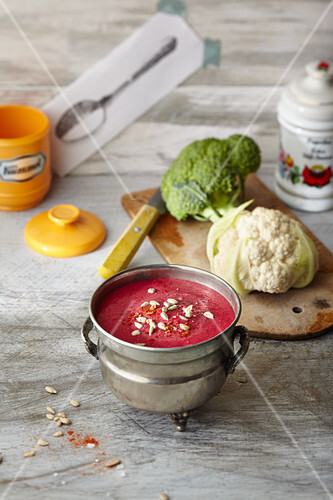 Healthy Body cup of soup: beetroot, cauliflower and broccoli