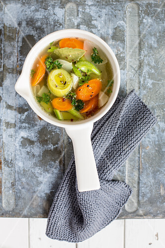 Bone broth with vegetables (low GL)