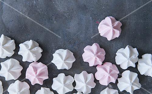 Pink and white meringue bites