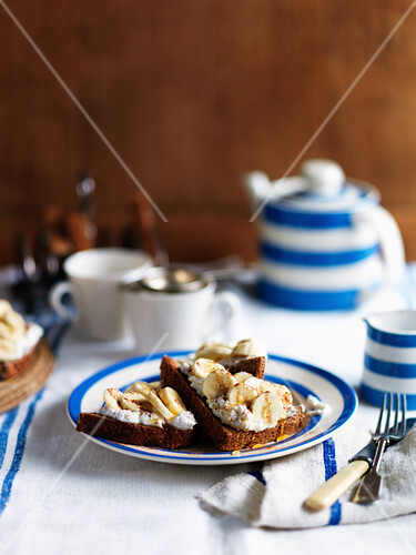 Banana toast with cream and cinnamon for tea