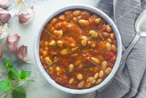 White bean soup with garlic and mint