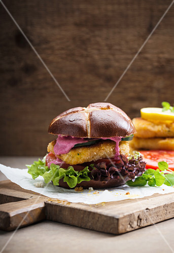 Vegan corn steak with vegetables and beetroot hummus in a lye roll