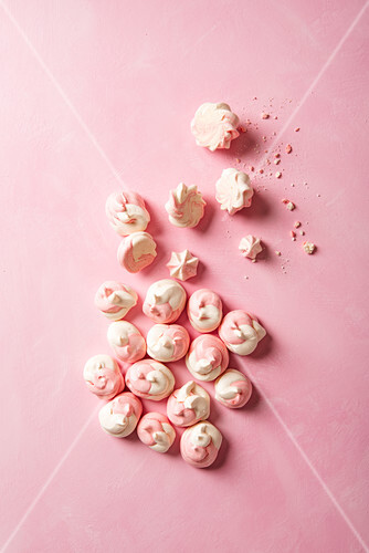 Pink and white meringue drops