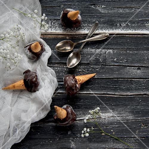 Ice cream cones with chocolate glaze