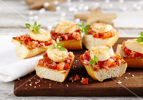 Bruschetta with tomato salad and fried scallops