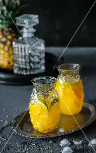 Pineapple lemonade with limes