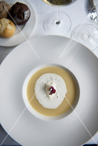 Riesling soup with cream