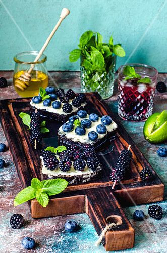 Sandwiches with berries and honey and blackberry non-alcoholic mojito