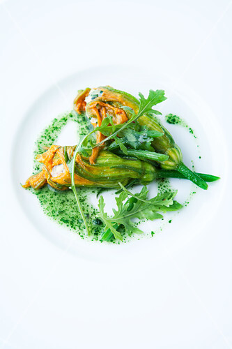 Stuffed courgette flowers with rocket