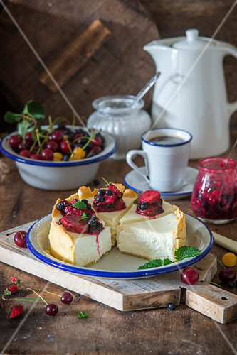 Vanilla cheesecake with berry sause