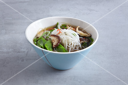 Spicy-sour Chinese glass noodle soup