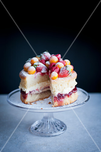 Victoria Sponge with Stawberries and Frosted Fruit