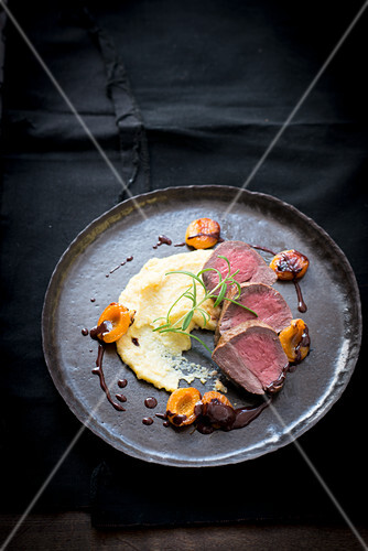 Beef with polenta and apricots