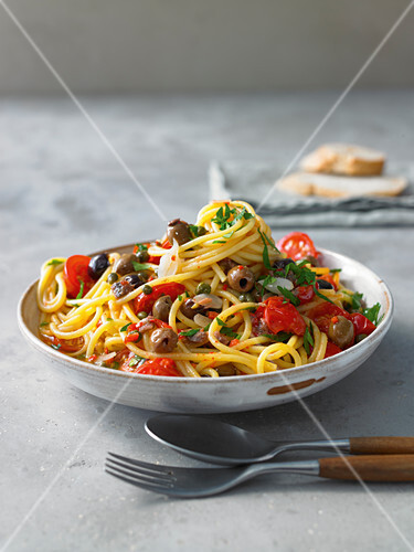 Spaghetti puttanesca with tomatoes, olives and anchovies
