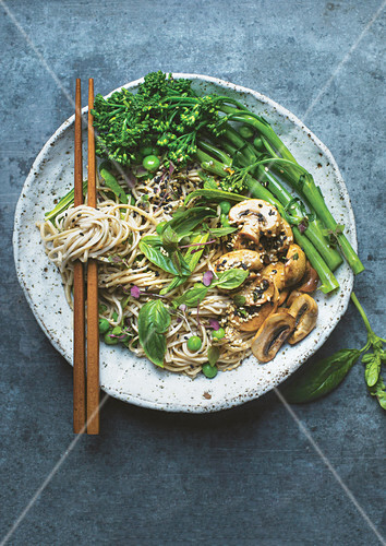 Soba noodle salad with greens and seeds