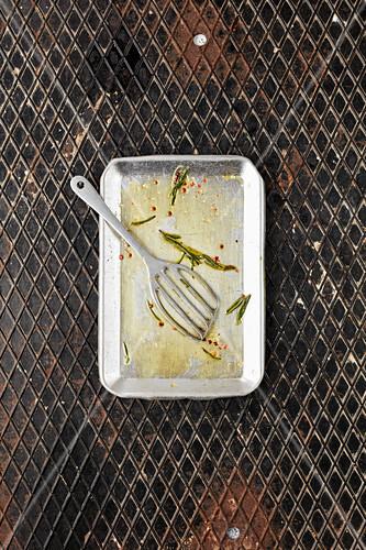 A baking tray and a spatula