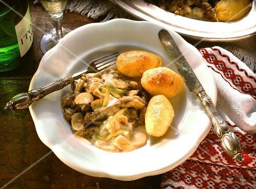 Boeuf stroganoff with sautee potatoes