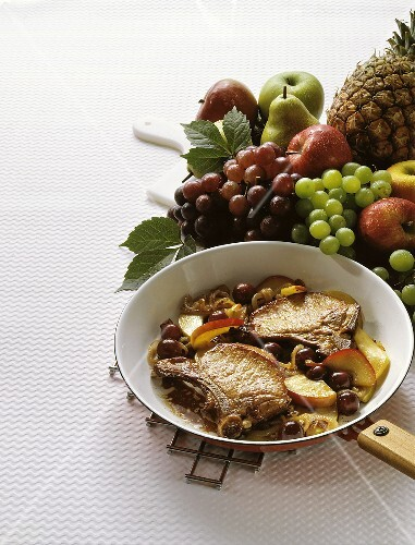 Cutlets with Fried Fruit