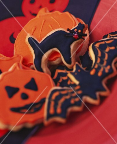 Various Halloween biscuits (pumpkins, cat, bat)