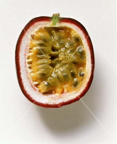 Half a maracuya (purple granadilla)