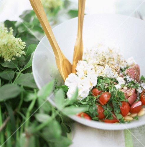 Mixed salad with cream cheese